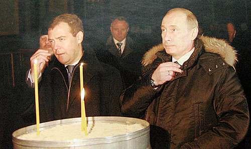 Бедны,как церковные мыши: Доход Путина за 2016 год почти сравнялся с доходом за 2015-й,у Медведева ещё меньше